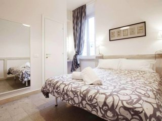Room + en-suite bathroom in front of Vatican and St.Peter church, safest and ric