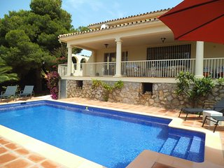 CABOPINO MARBELLA PRIVATE VILLA/BRAND NEW POOL WALKING DISTANCE TO BEACH/PORT