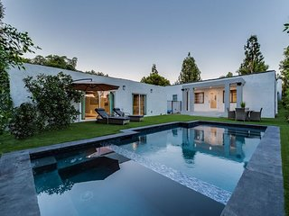 Beverly Hills/WEHO Modern Villa with Heated Pool & Jacuzzi