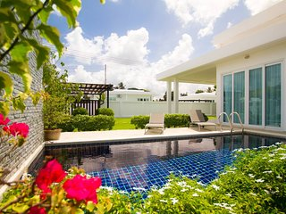 Luxury 2br Pool Villa + FREE Sport and SPA Center!