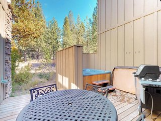 Luxurious home near the SHARC & Village with private hot tub, resort amenities!