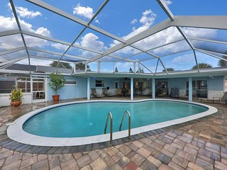 Spacious house w/ private pool & outdoor dining area - walk to the beach!