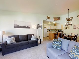 NEW LISTING! Cozy condo w/ plenty of kid comforts - one mile to town!