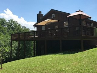 Riverside Retreat has it all: Mt View/River/ large decks/pool table/FP/on acre