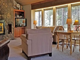 Relaxing Home near Sunriver Village Mall w/ WiFi, Hot Tub & Free Sharc Passes