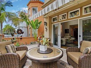 Outdoor Living - Short walk to Beach and Pier