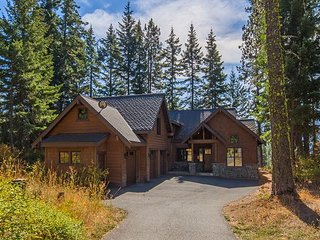 Big Discounts at Stumblin' Elk Lodge! 5BR (3 Master) | Hot Tub | WiFi | 4.5BA