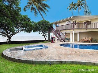 PRIVATE 4 BDRM/4 BATH BEACHFRONT HOME POOL AND SPA
