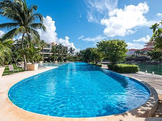 Spacious and Modern condo with Stunning Water Views and Large Swimming Pool