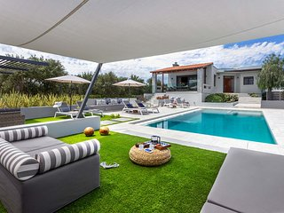 Villa Ampelaki, Luxury, heated pool, contemporary design, gym, ping pong table