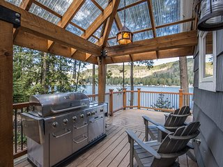 Bottle Bay Waterfront Cabin