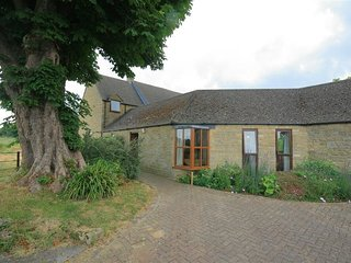 WARREN COTTAGE, perfect for couples, Charlbury