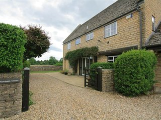 Newlands Corner - NEWLANDS CORNER, pet friendly in Bourton-On-The-Water, Ref 988