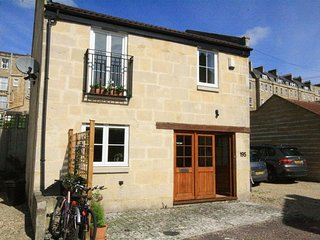 COACH HOUSE BATH, perfect for two couples, Bath