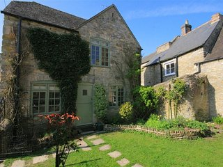 OLD FORGE COTTAGE, perfect for couples, Stow-on-the-Wold