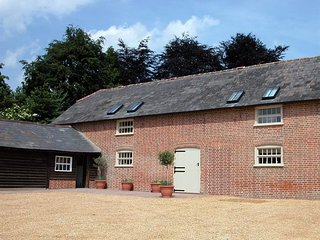 STABLES COTTAGE, 3 bedrooms and open plan living room, Rockbourne