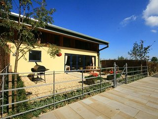 COBNUT BARN, 4 bedrooms and perfect for friends and families, Notgrove