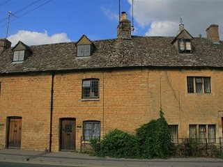 Japonica Cottage - JAPONICA COTTAGE, pet friendly in Bourton-On-The-Water, Ref 9