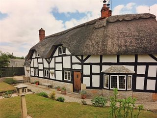 BROOKFIELD COTTAGE, 3 bedrooms and perfect for travellers, Wickhamford