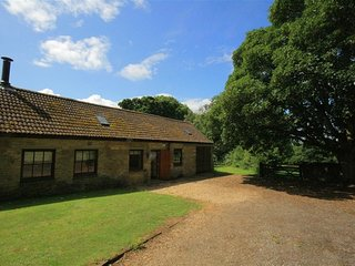 Rollright Manor Barn - ROLLRIGHT MANOR BARN, with open fire in Chipping Norton,
