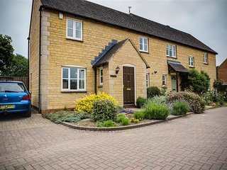 Oakmead - OAKMEAD, pet friendly, with a garden in Moreton-In-Marsh, Ref 988717