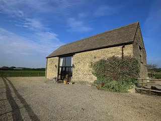 King Johns Barn - KING JOHNS BARN, pet friendly, with a garden in Shipton, Ref 9