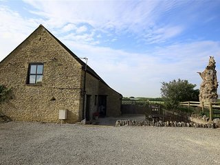 The Old Oak Tree Barn - THE OLD OAK TREE BARN, with a garden in Ascott, Ref 9888