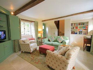 KEEN COTTAGE, 2 bedrooms, woodburner, Kingham