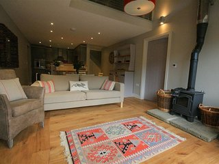CHESTNUT BARN, 3 bedrooms and perfect for friends and families, Notgrove