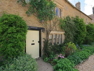 Cleeveley Cottage - CLEEVELEY COTTAGE, romantic, with open fire in Burford, Ref