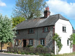Manor Cottage - MANOR COTTAGE, pet friendly, with open fire in Shalbourne, Ref 9