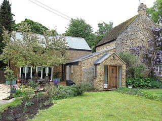 Gladstone Cottage - GLADSTONE COTTAGE, character holiday cottage in Banbury, Ref