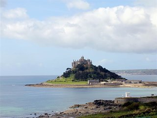 GREEB ROCKS COTTAGE, 2 bedrooms and perfect for families, Marazion
