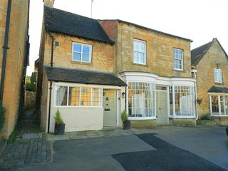 Broadway Cottage - BROADWAY COTTAGE, pet friendly, with a garden in Broadway, Re