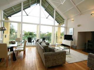 PUFFIN HOUSE, 4 bedrooms and perfect for friends and families, Lower Mill Estate