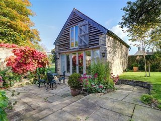 Wagon House - WAGON HOUSE, pet friendly, with a garden in Malmesbury, Ref 988616