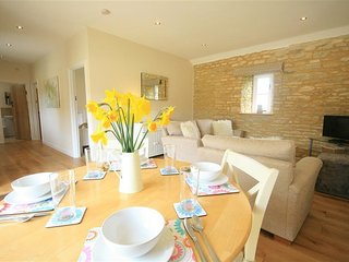 Ewecub Barn - EWECUB BARN, country holiday cottage in Burford, Ref 988737