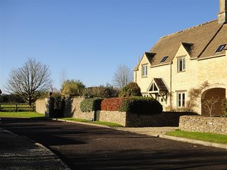 Farriers Cottage - FARRIERS COTTAGE, pet friendly in Southrop, Ref 988815