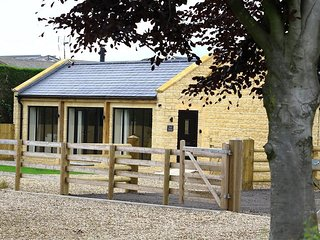 Park Bothy - PARK BOTHY, pet friendly in Bourton-On-The-Water, Ref 988840