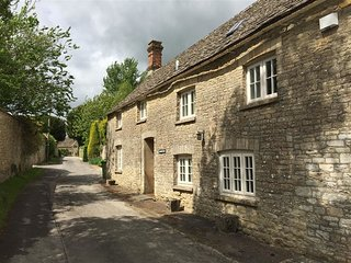 Cotswold Cottage - COTSWOLD COTTAGE, romantic, with a garden in Bibury, Ref 9886