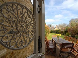 White Hart House - WHITE HART HOUSE, character holiday cottage in Burford, Ref 9