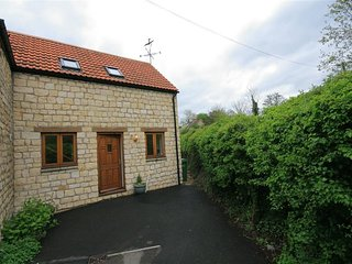 BROOK COTTAGE, perfect for couples, Uley