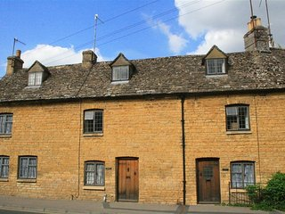 Wadham Cottage - WADHAM COTTAGE, pet friendly in Bourton-On-The-Water, Ref 98881