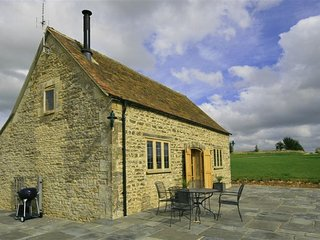 Calcot Peak Barn - CALCOT PEAK BARN, romantic, with open fire in Northleach, Ref