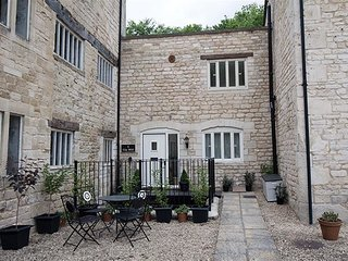 GIG MILL, 2 bedrooms and perfect for two couples, Nailsworth