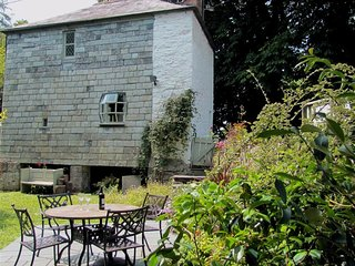 THE TOLL HOUSE, 2 bedrooms, St Columb Major