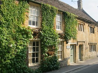 Westfarthing Cottage - WESTFARTHING COTTAGE, romantic, with open fire in Burford