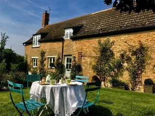 STARLIGHT COTTAGE, perfect for couples, Carswell