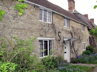 Angel Cottage - ANGEL COTTAGE, with open fire in Shipston-On-Stour, Ref 988988