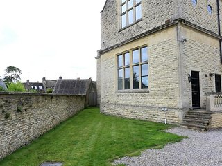 The Old School House - THE OLD SCHOOL HOUSE, pet friendly in Stow-On-The-Wold, R